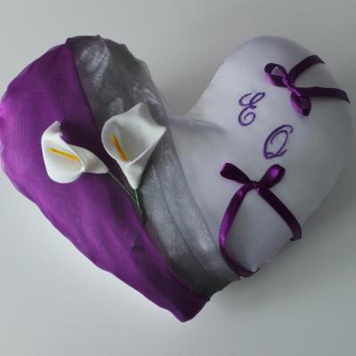 Coussin mariage coeur gris argent violet prune blanc ou ivoire