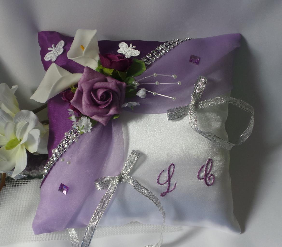 Coussin alliance mariage violet argent