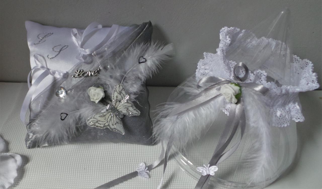 Coussin d'alliance gris argent et blanc, jarretière assortie