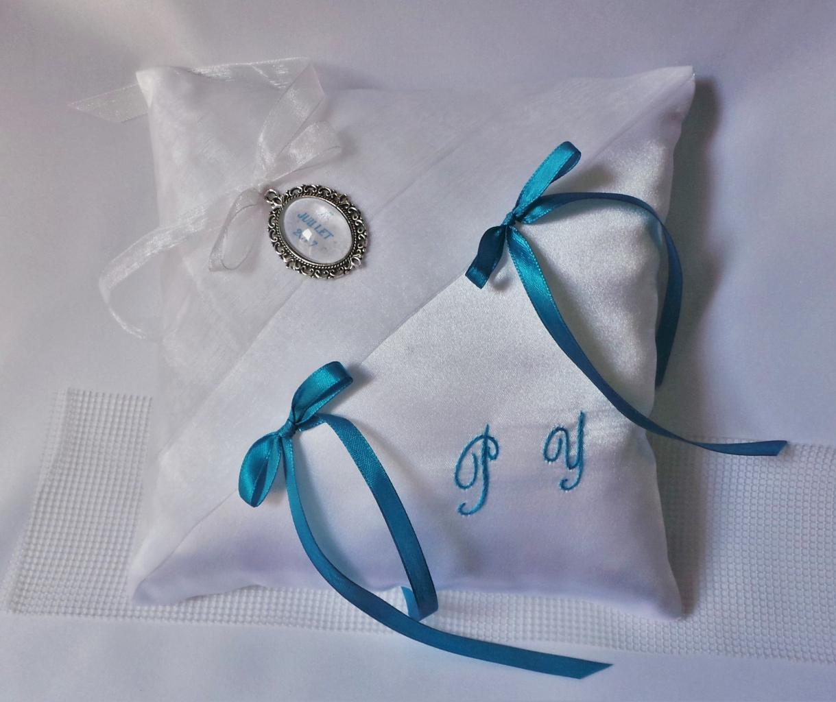 Coussin de mariage porte alliance chic blanc turquoise personnalisé