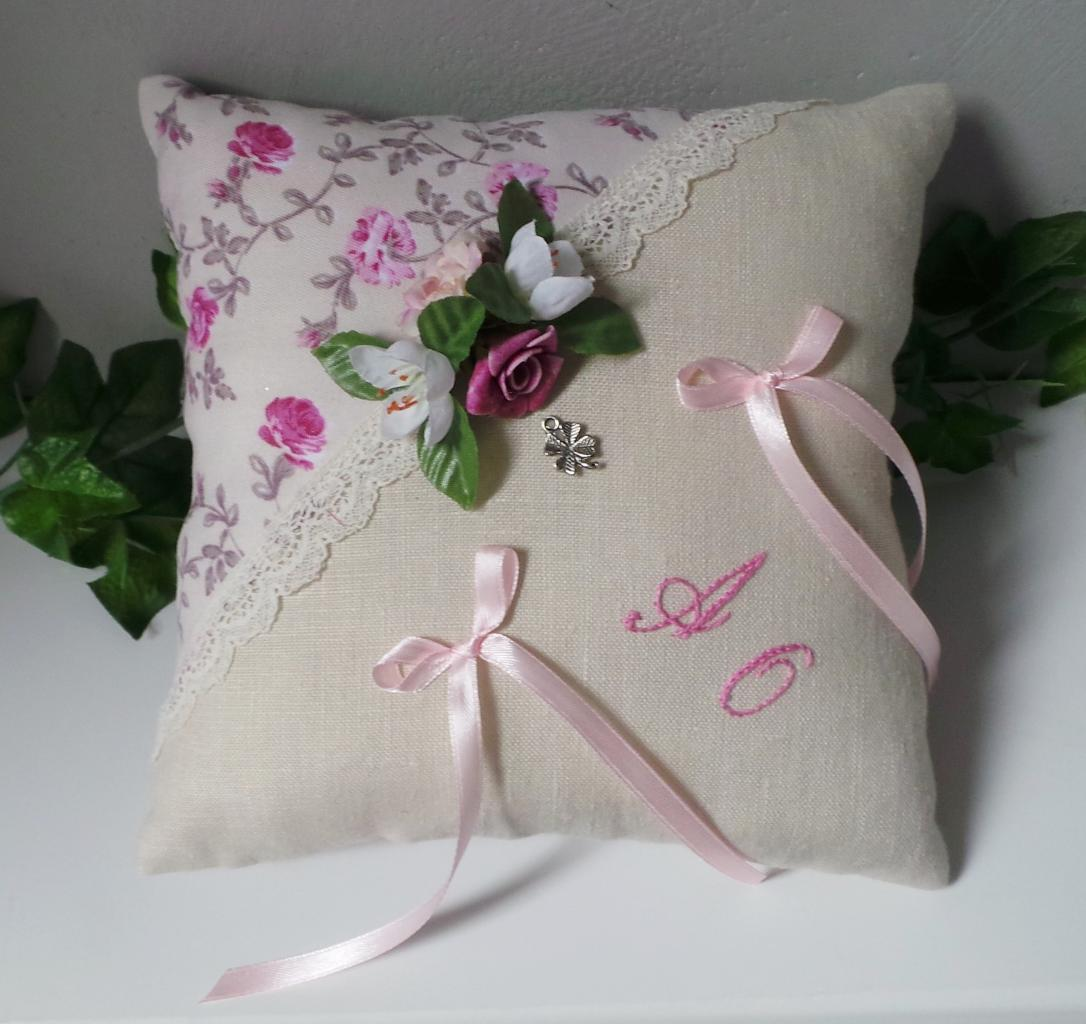 Coussin porte alliances lin coton fleuri dentelle