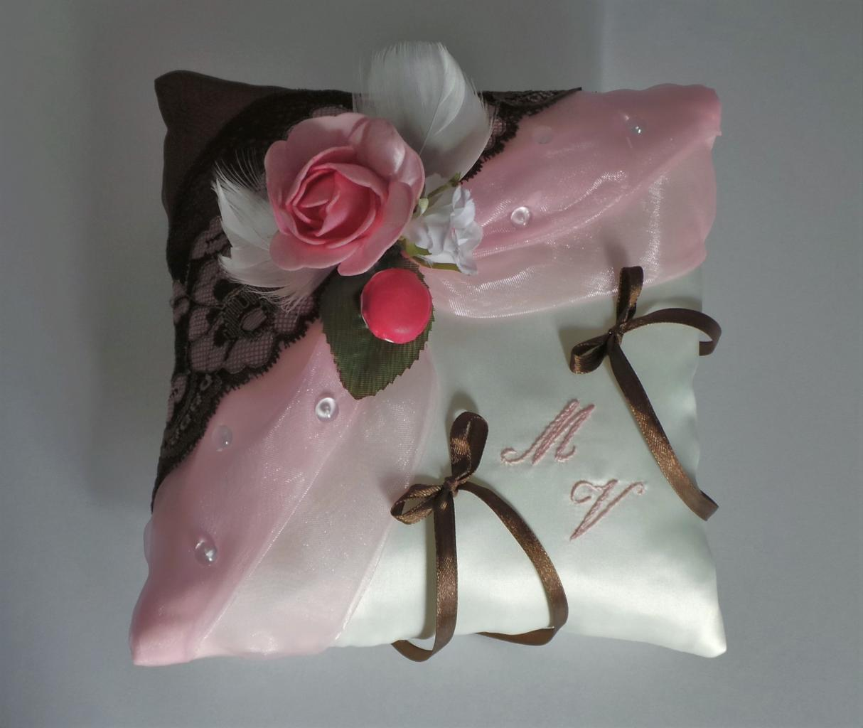 Coussin alliances chocolat rose