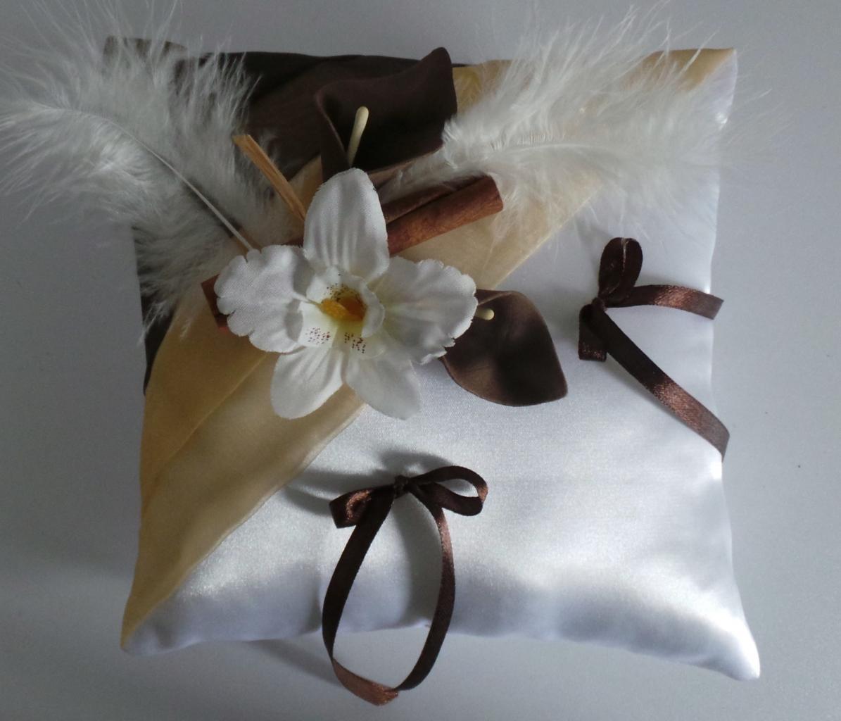 coussin alliances chocolat beige