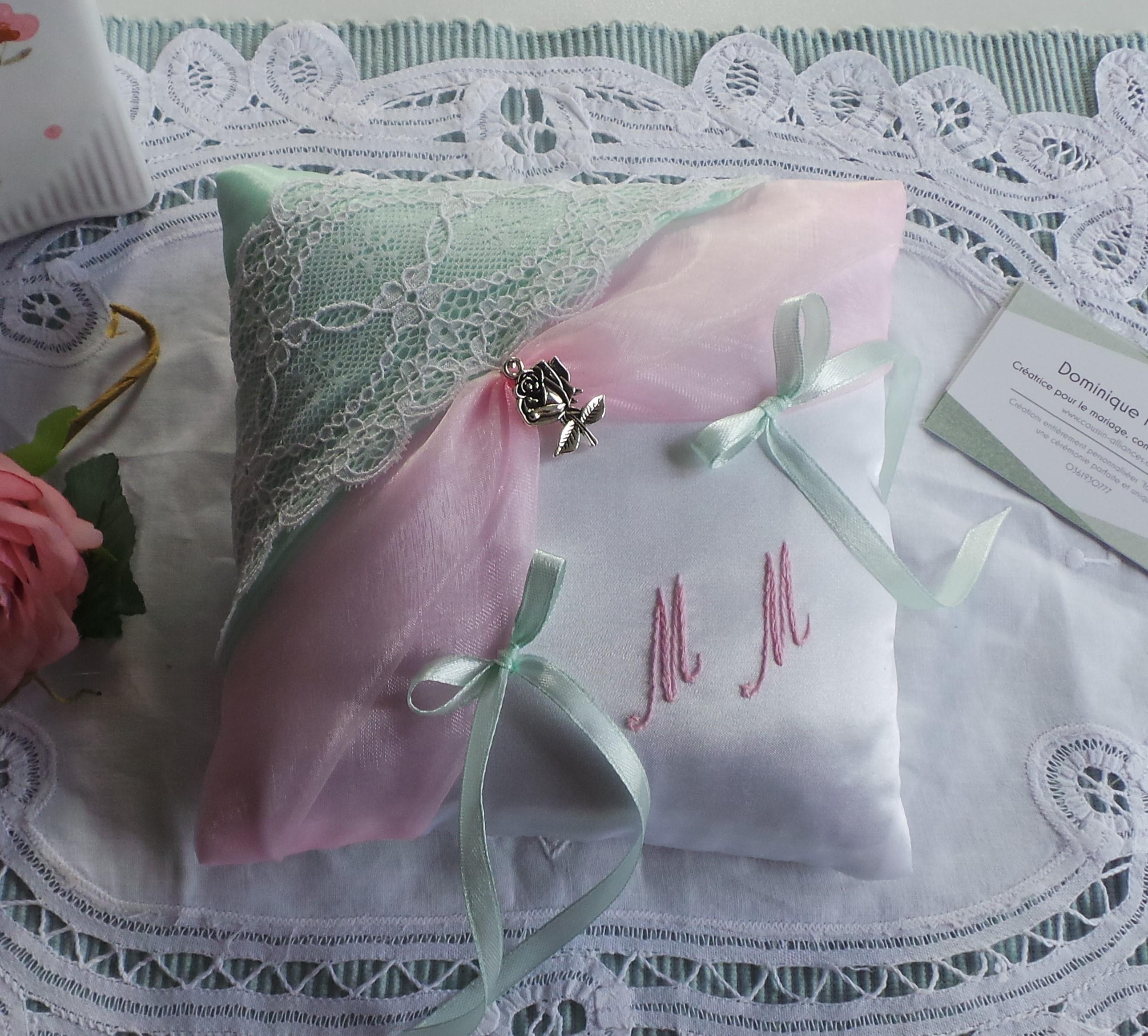 Coussin alliance personnalise champetre chic boheme romantique rose et vert pastel dentelle
