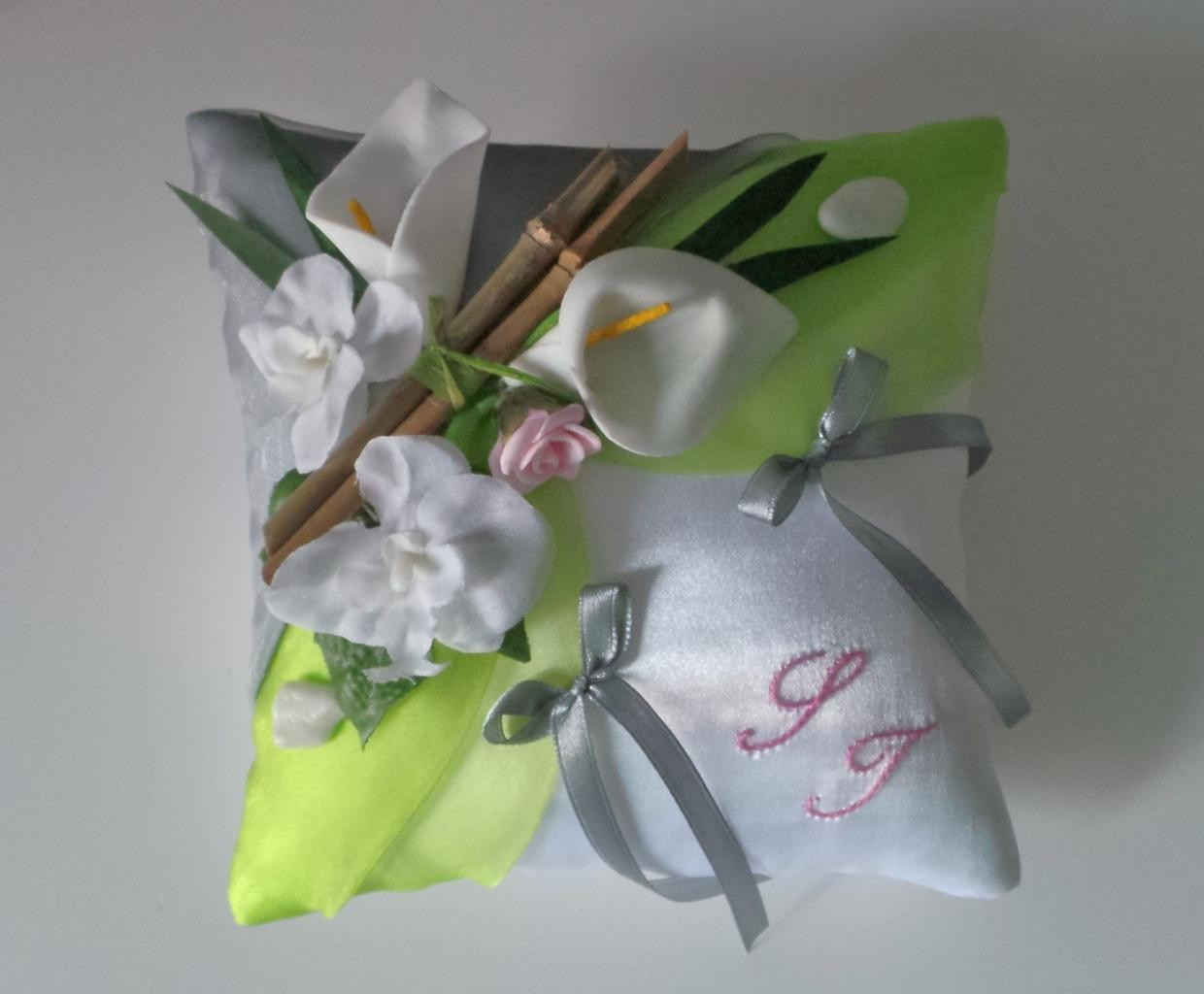 Coussin alliance personnalise champetre chic vert anis gris rose pastel