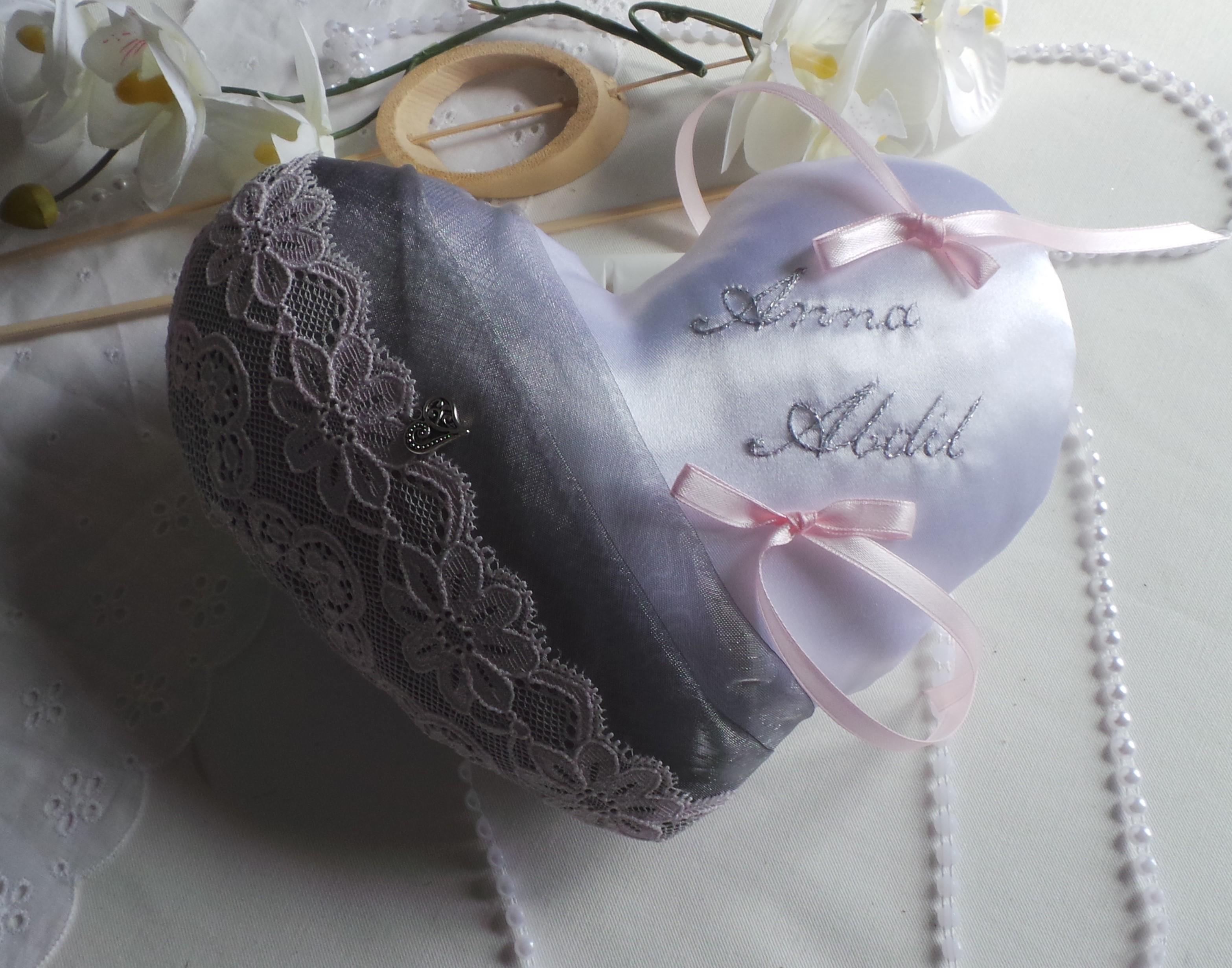 Coussin alliance personnalise coeur rose pastel gris argent blanc fait main