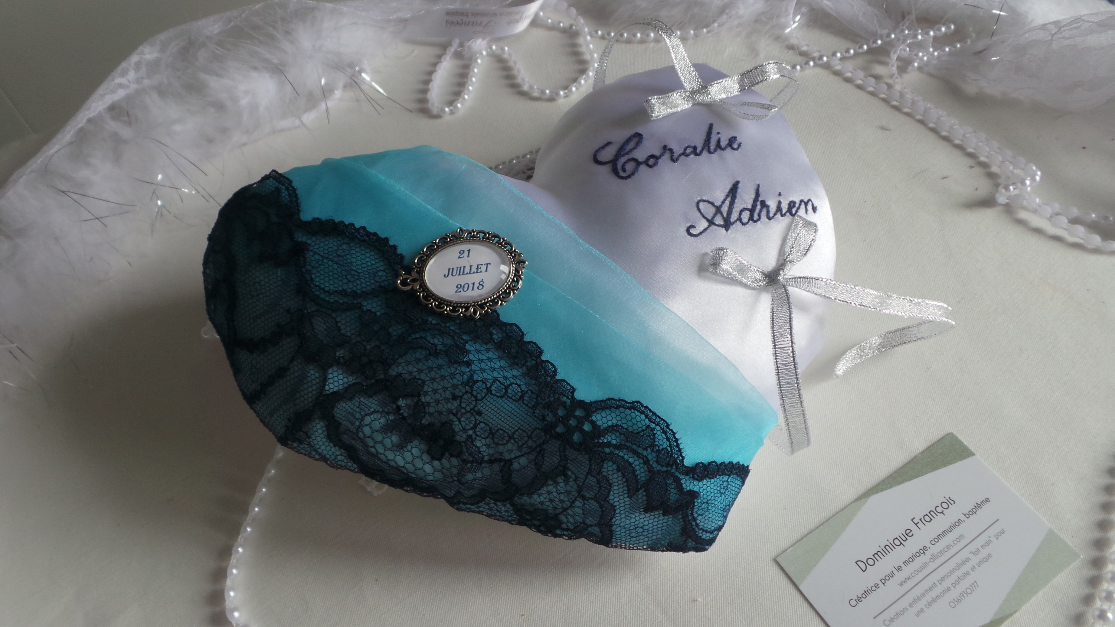 Coussin alliance personnalise coeur turquoise bleu marine fait main
