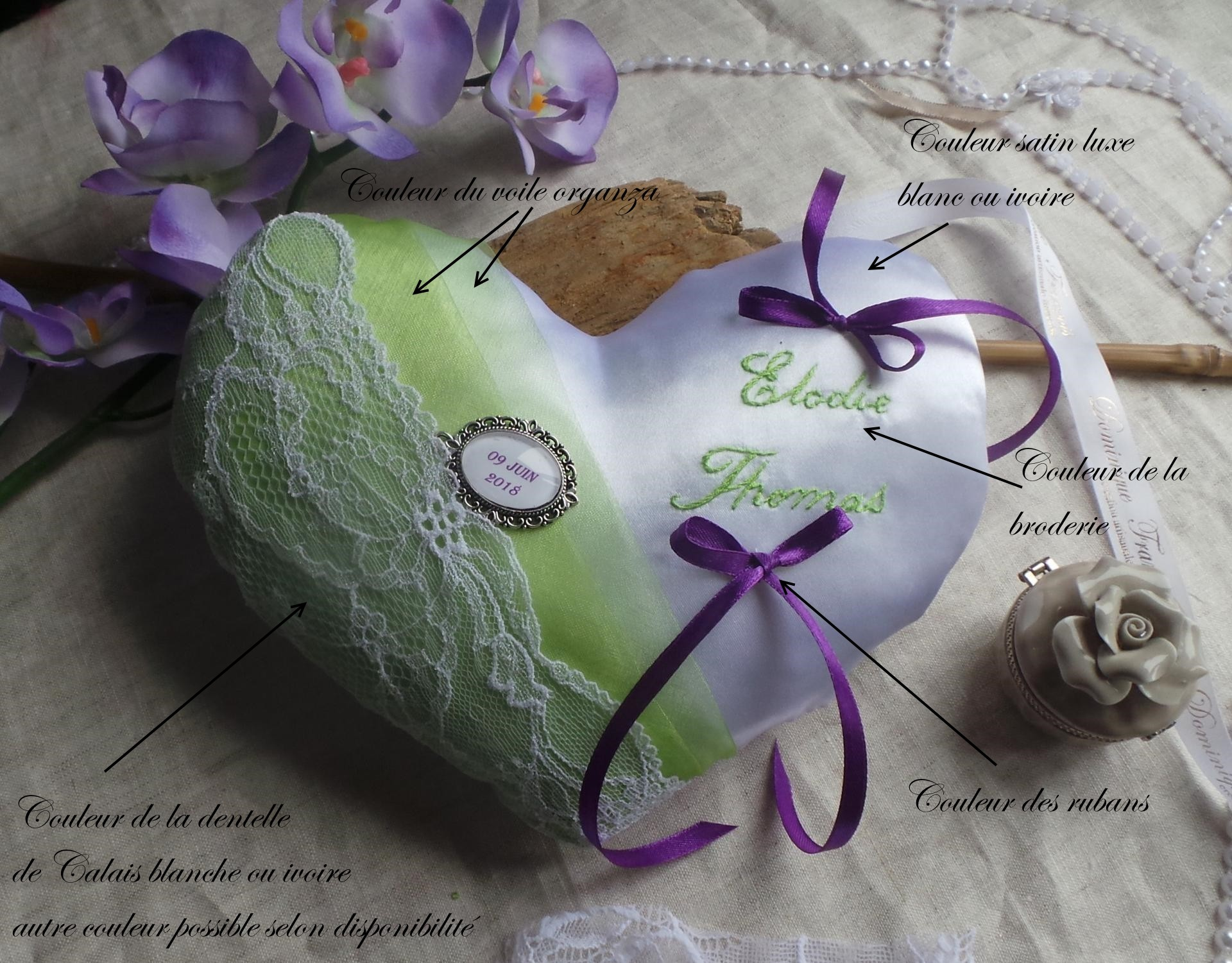 Coussin alliance personnalise forme coeur vert anis blanc violet