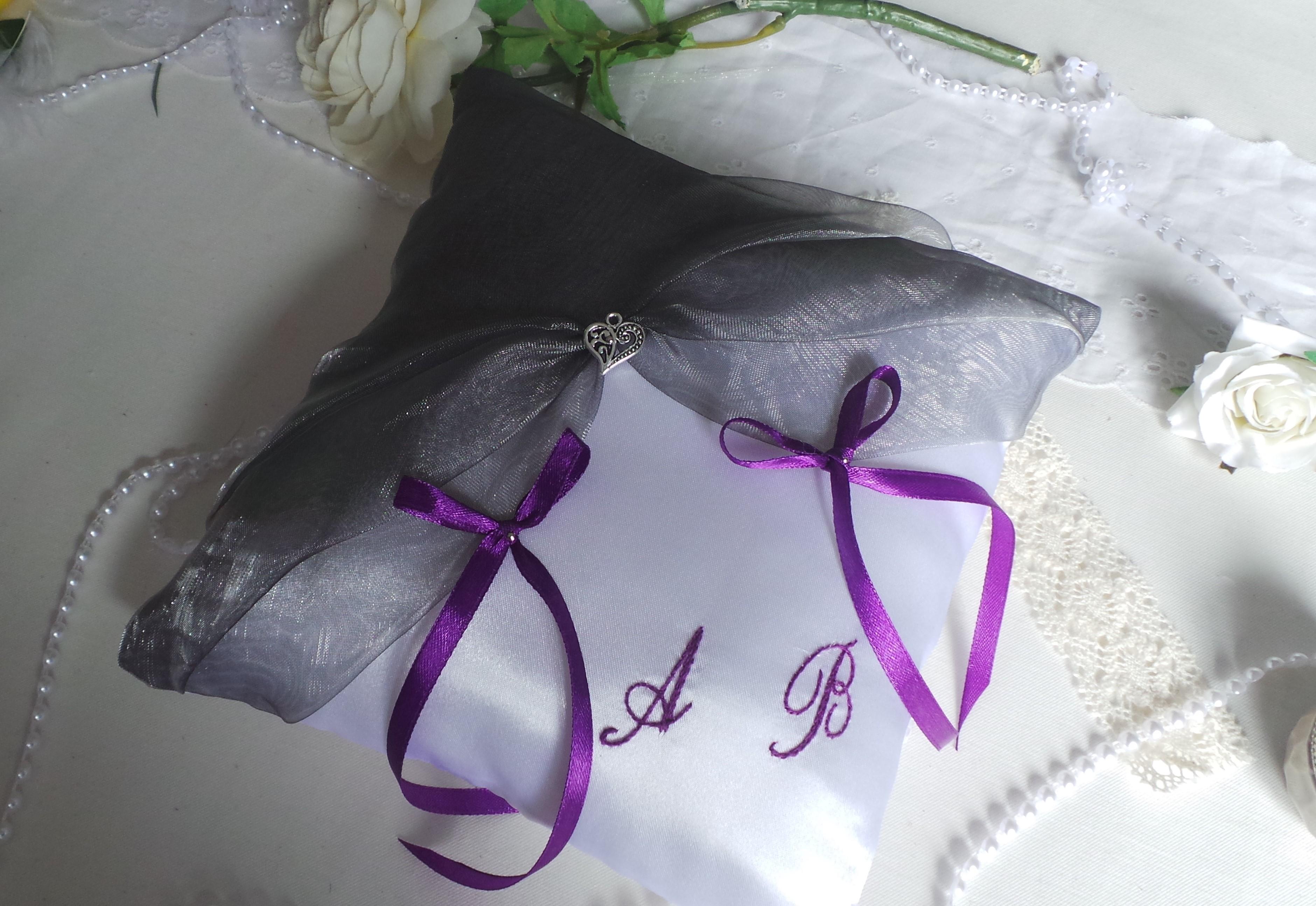 Coussin alliance personnalise gris argent violet fait main