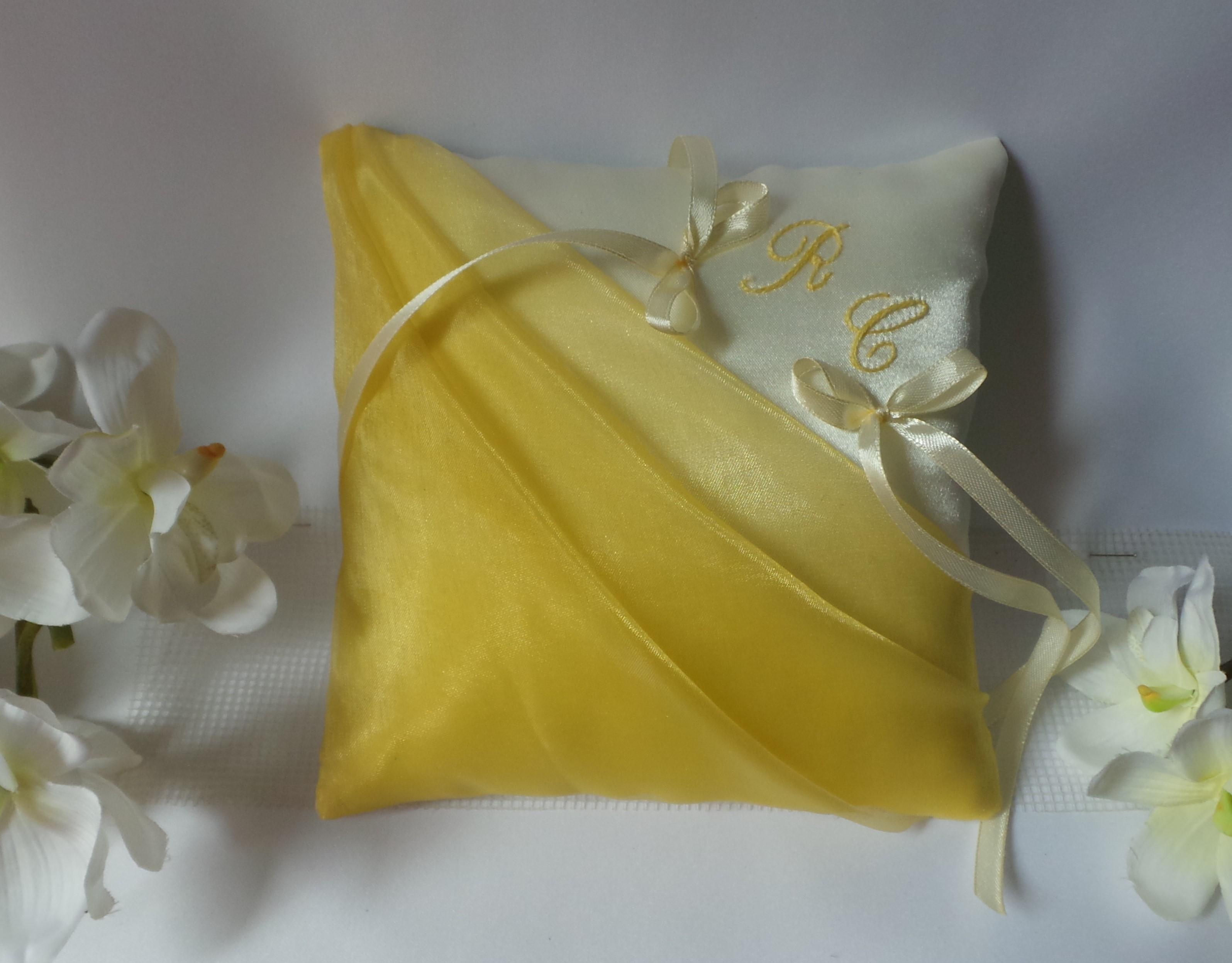 Coussin alliance personnalise jaune et ivoire ou blanc