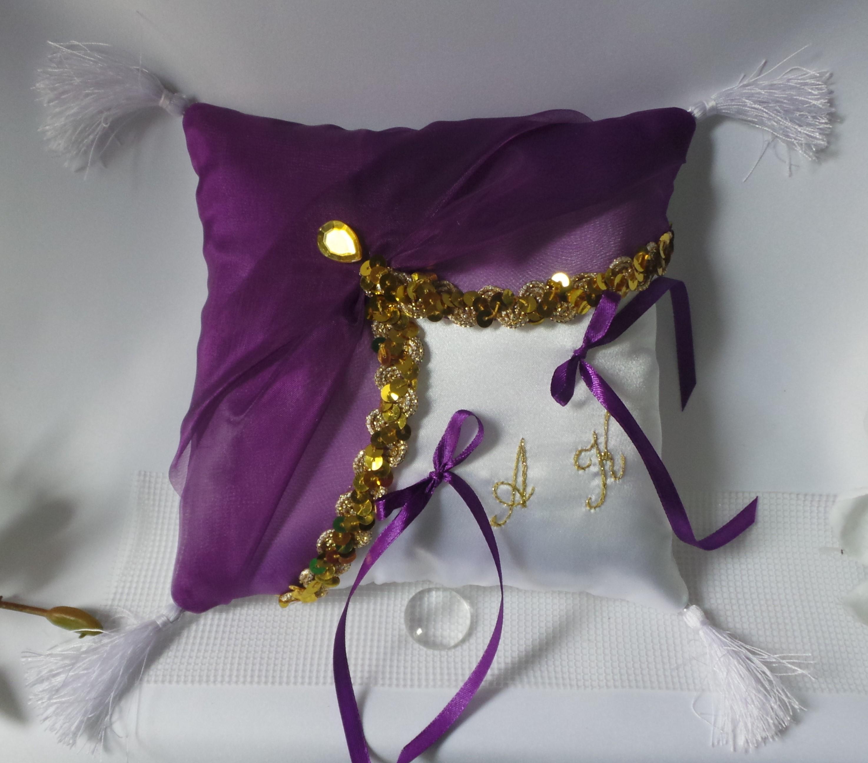 Coussin alliance personnalise oriental violet blance et or