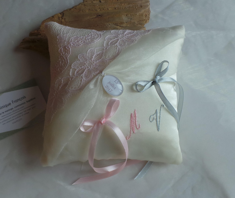 Coussin alliance personnalise rose pastel poudre ivoire gris fait main