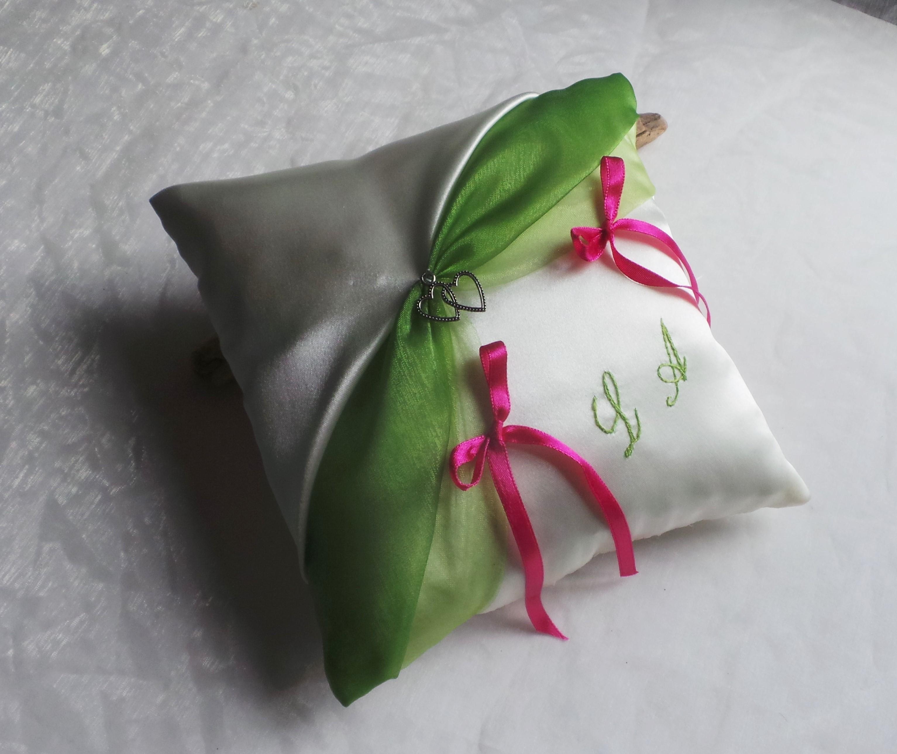 Coussin alliance personnalise vert anis ivoire rose fuchsia
