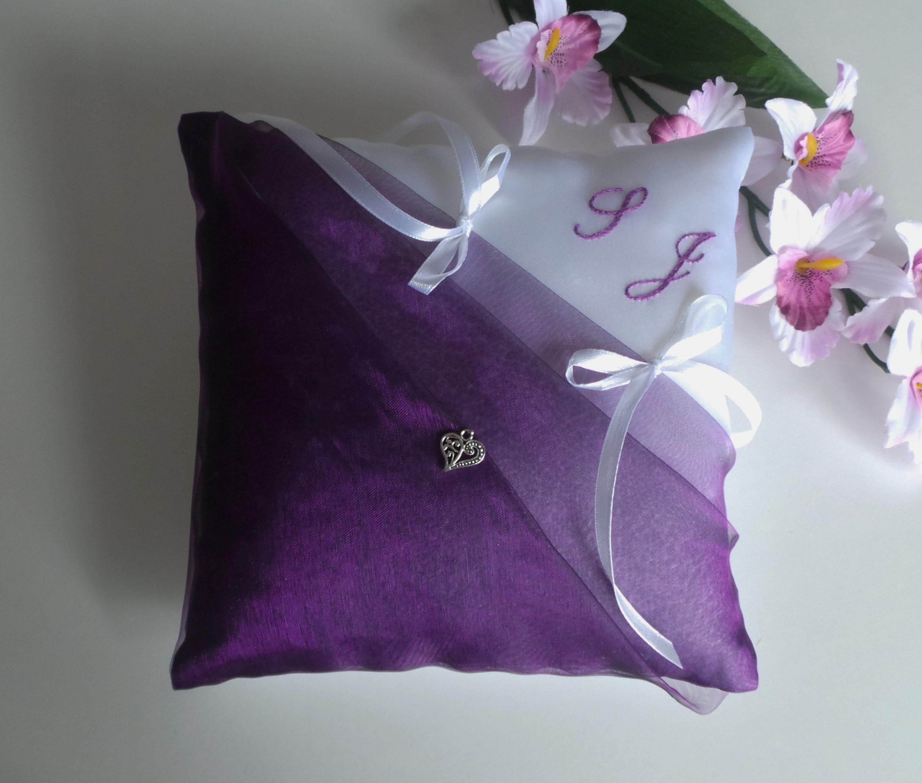 Coussin alliance personnalise violet prune blanc fait main