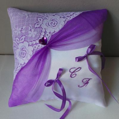 Coussin porte alliances dentelle blanc violet parme personnalisé(31)