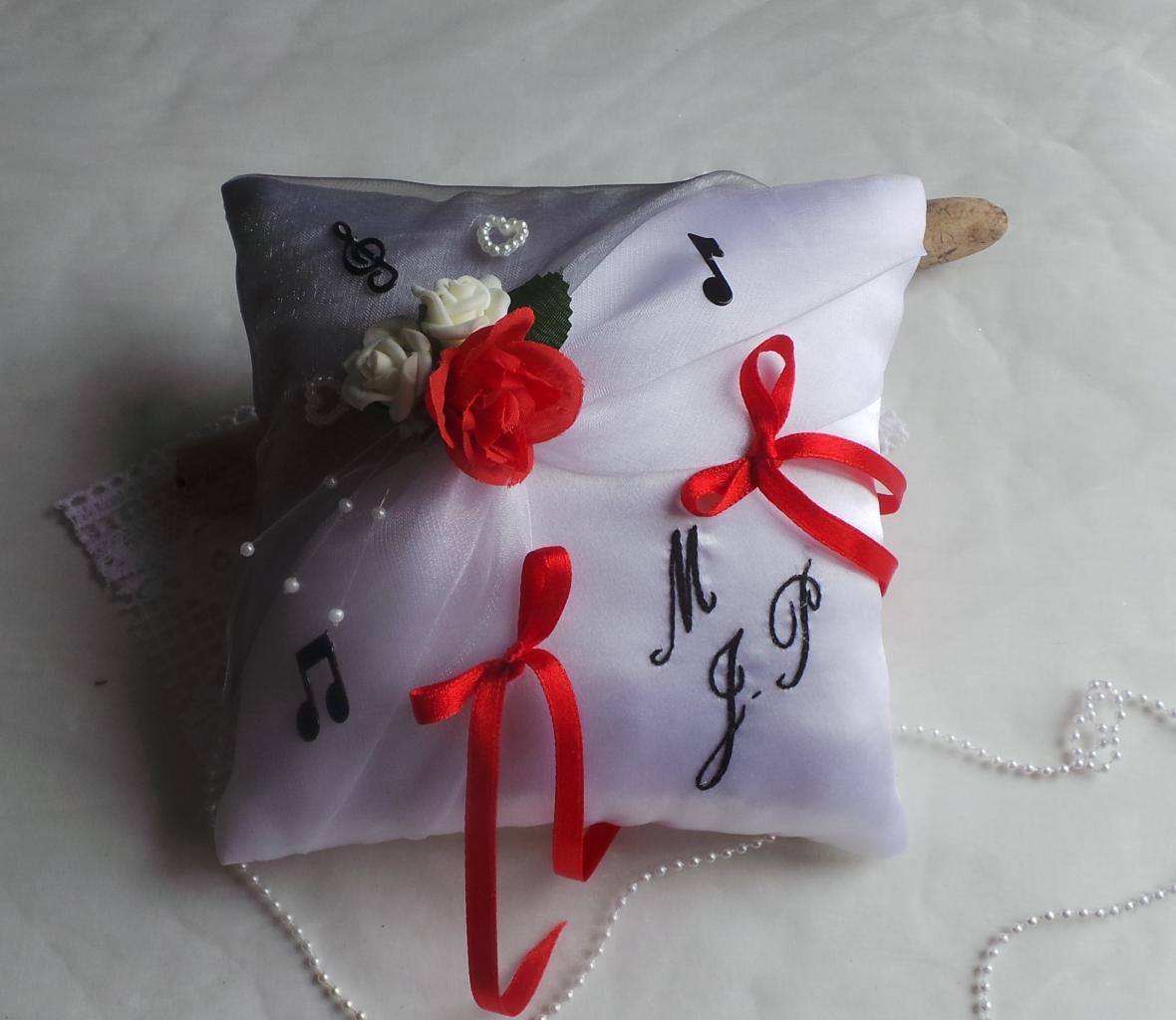 Coussin de mariage thème musique gris blanc rouge