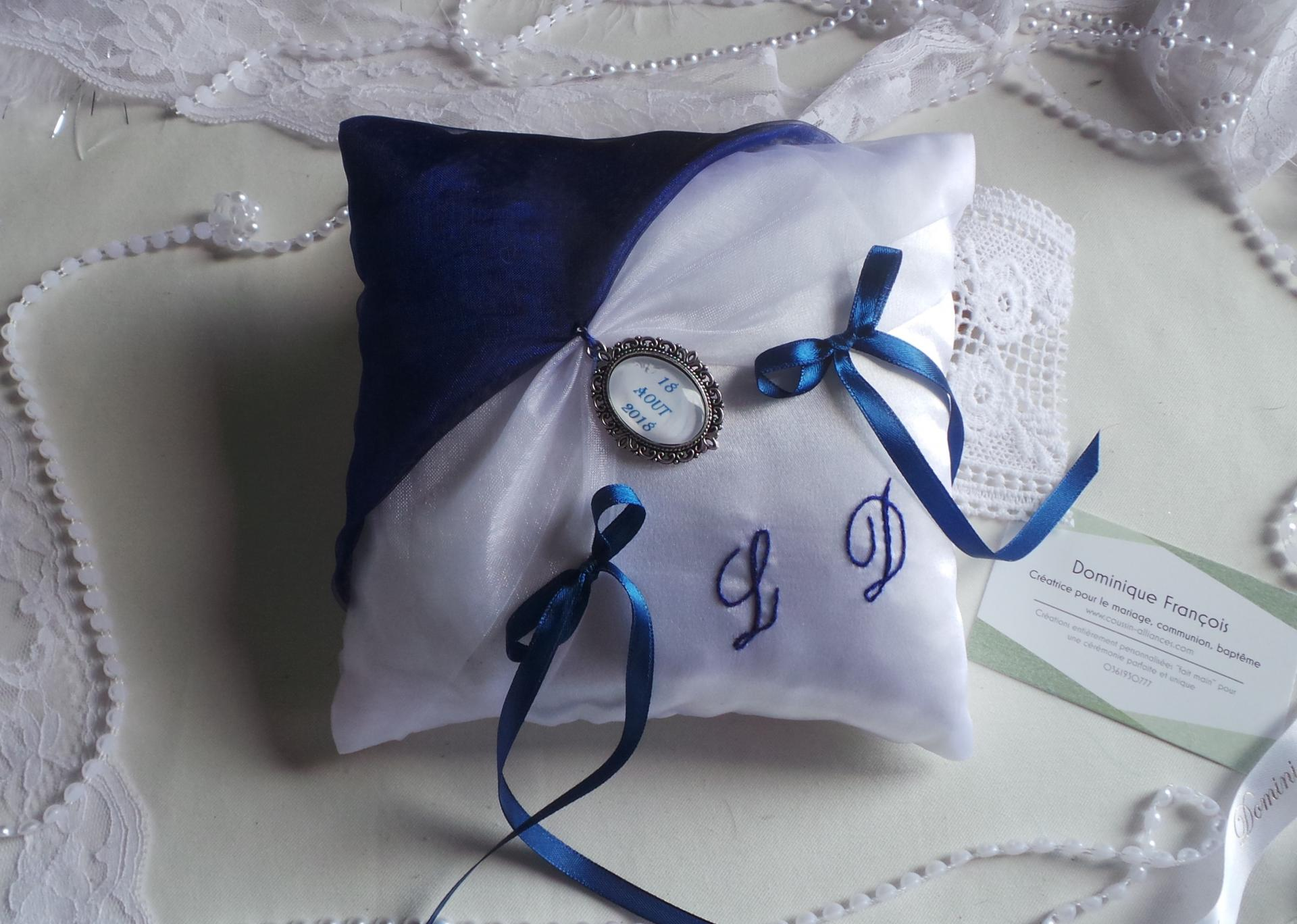 Coussin de mariage porte alliance chic bleu roi, marine et blanc personnalisé