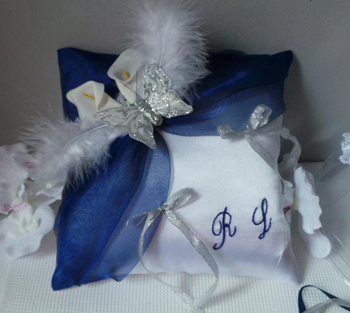 Coussin de mariage bleu marine roi blanc jarretière (1)
