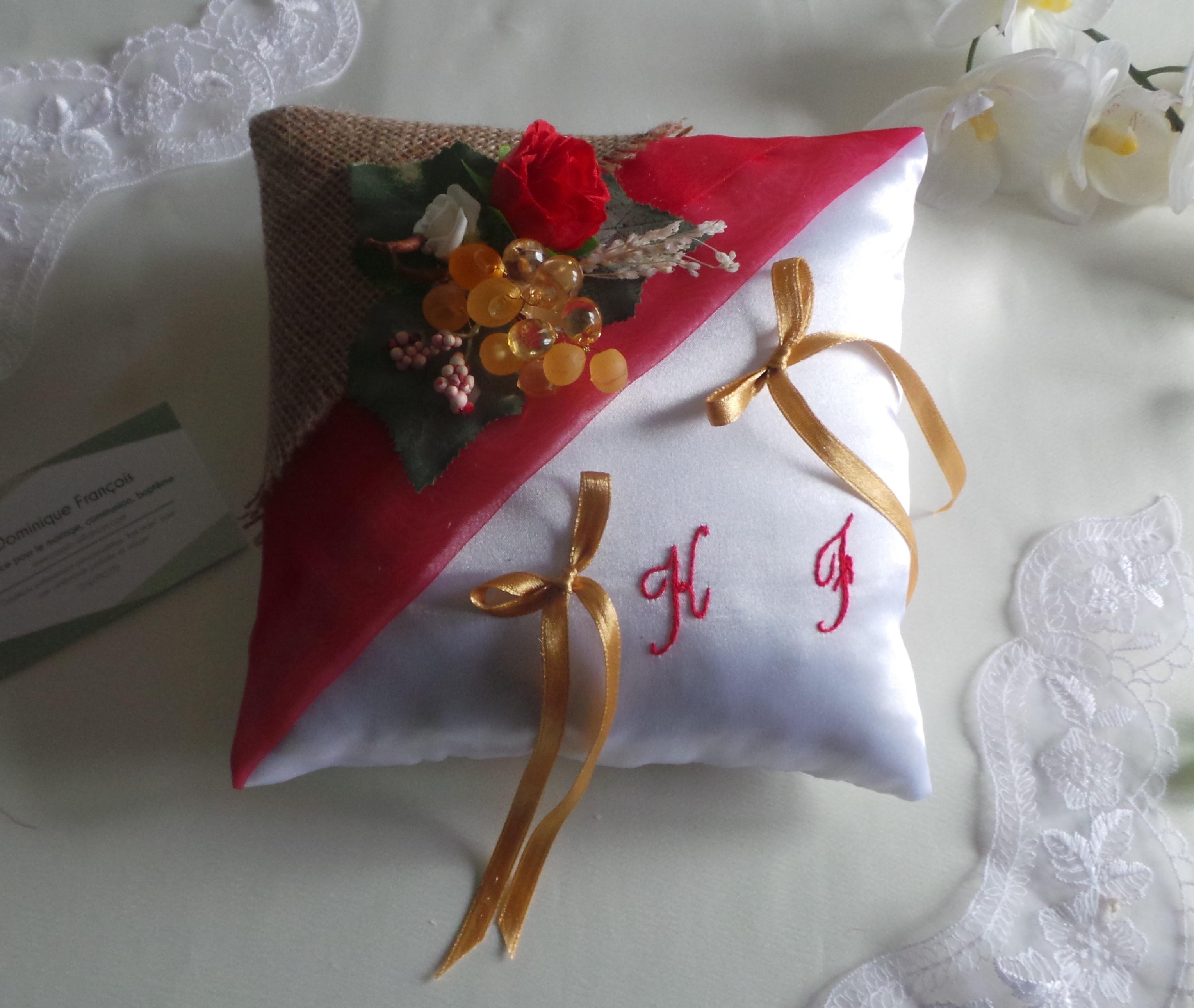 Coussin mariage champêtre raisin rouge blanc jute fait main