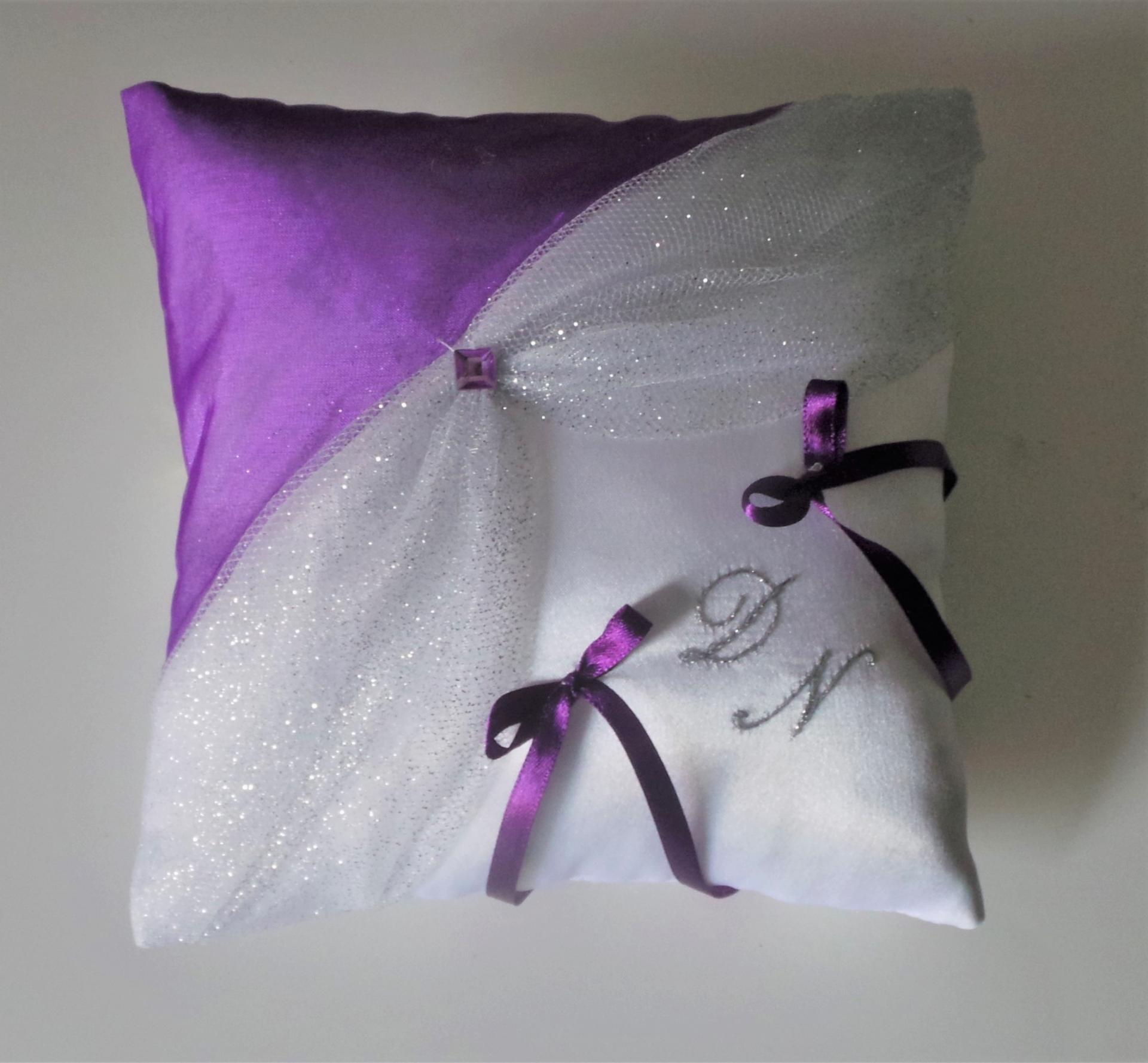 coussin mariage chic blanc argent violet prune