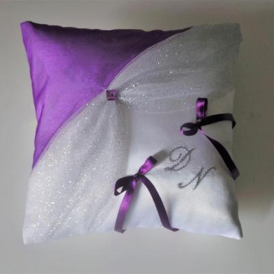 coussin mariage chic blanc argent violet prune