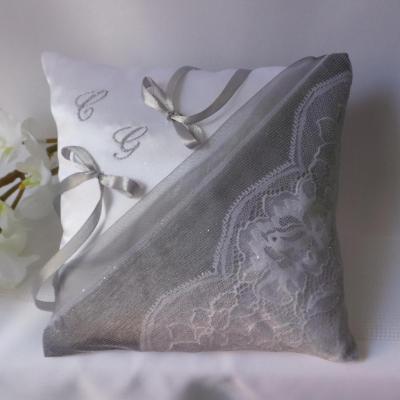 coussin alliances chic dentelle blanc gris argent(25)