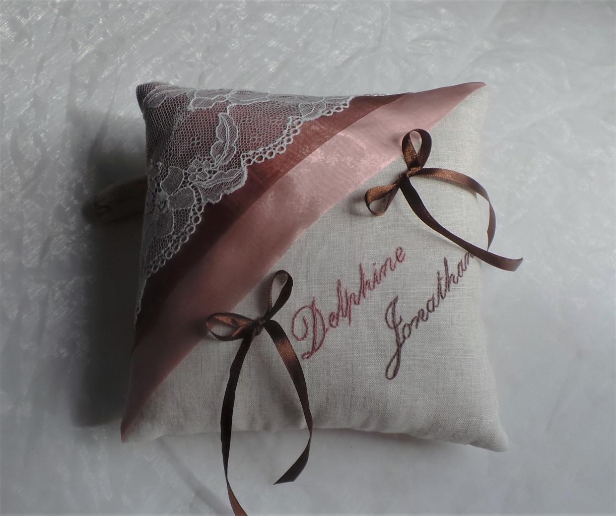 coussin alliances chic lin et dentelle personnalisé prénoms rose chocolat