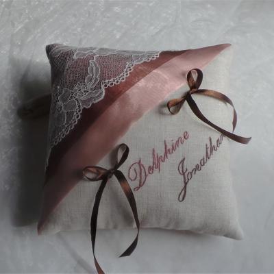 coussin de mariage chic en lin dentelle rosechocolat