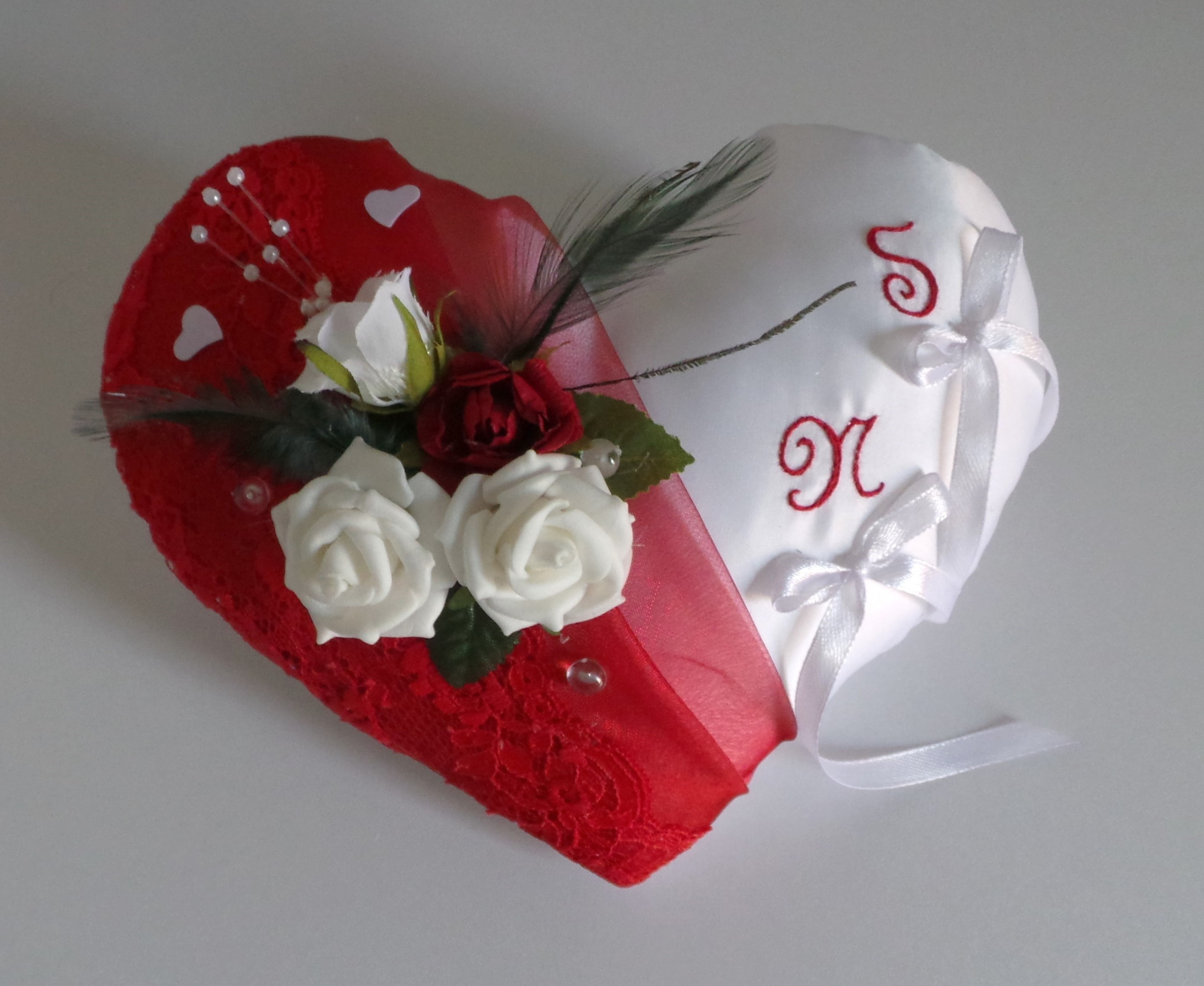 Coussin alliances coeur rouge blanc  personnalisé