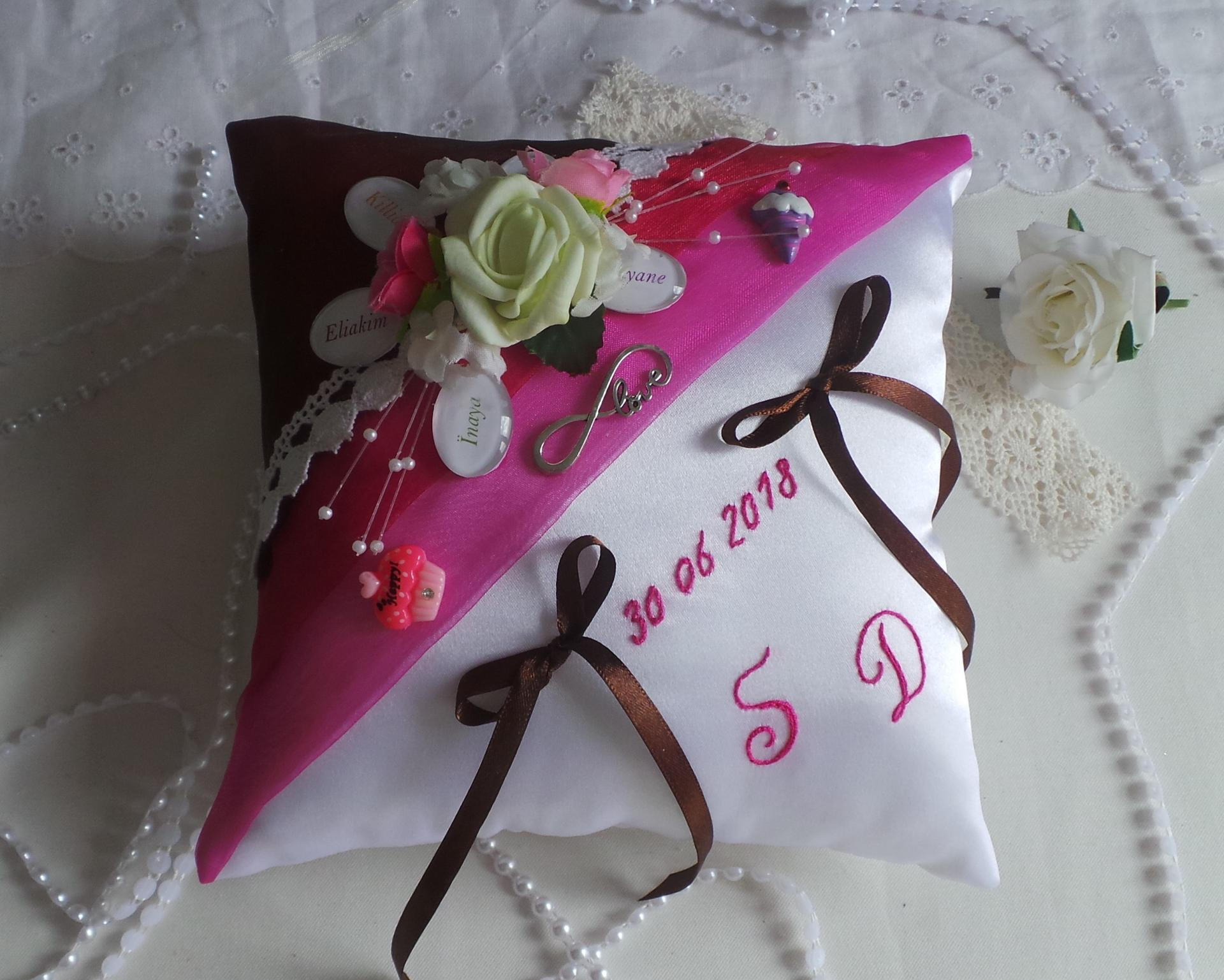 Coussin mariage décoration gourmandise chocolat fuchsia
