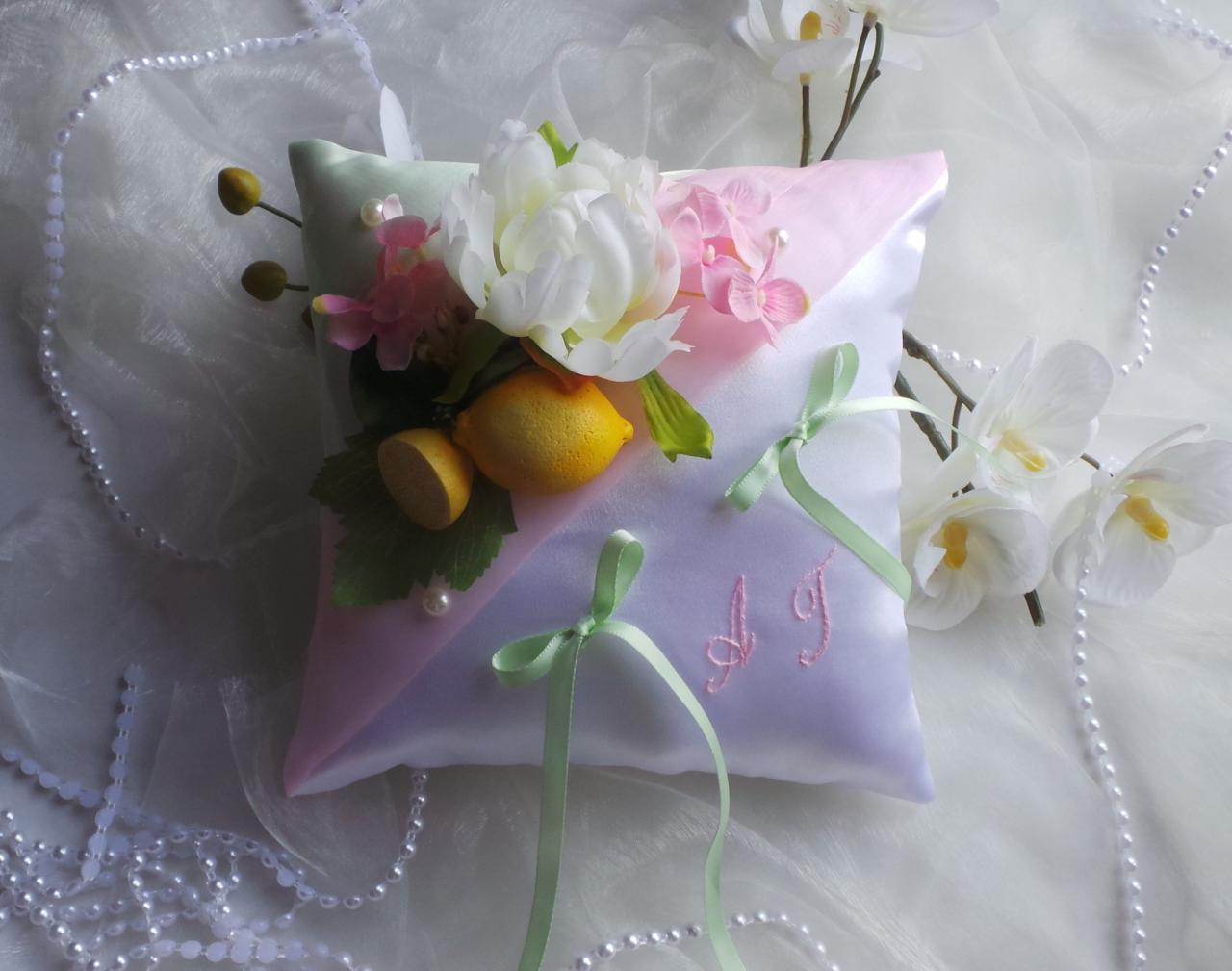 Coussin porte alliance de mariage personnalisé rose et vert pâle