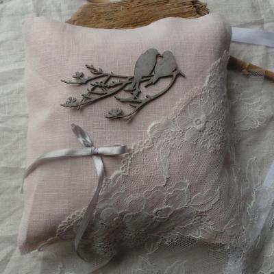 coussin alliances lin rose poudré dentelle (1)