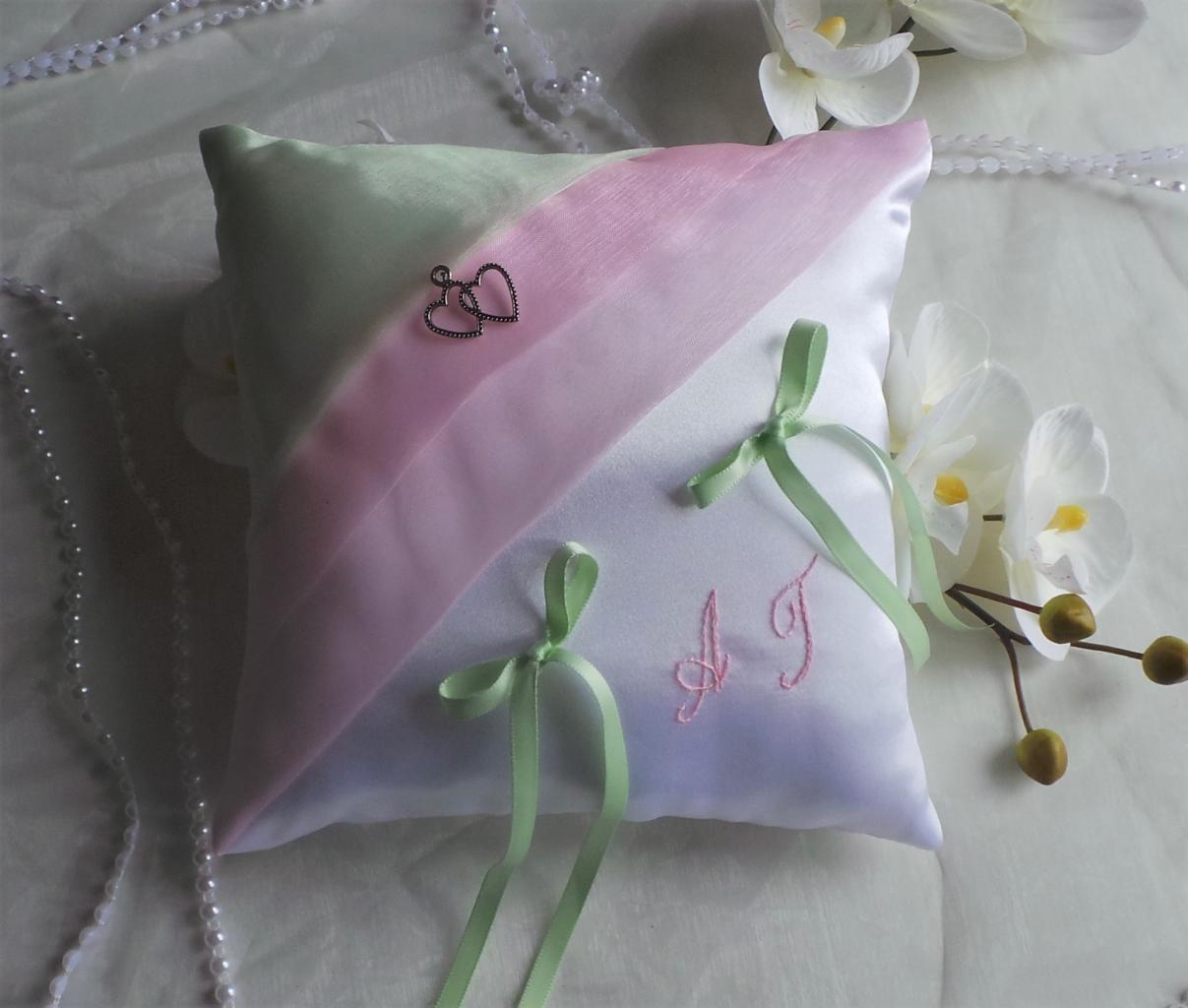 Coussin alliance chic rose pâle et vert pastel en vente sur la boutique