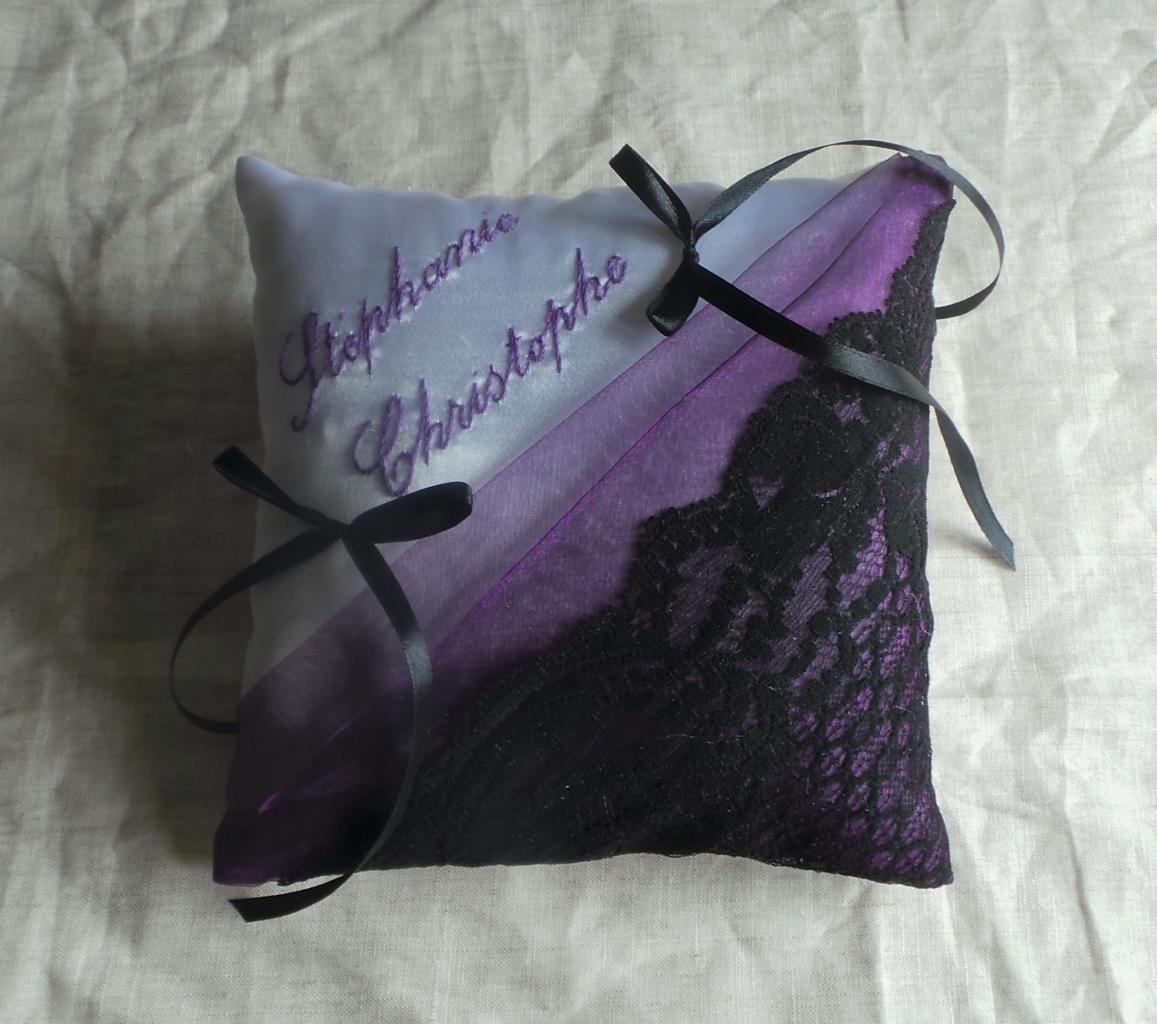 Coussin porte alliance violet noir