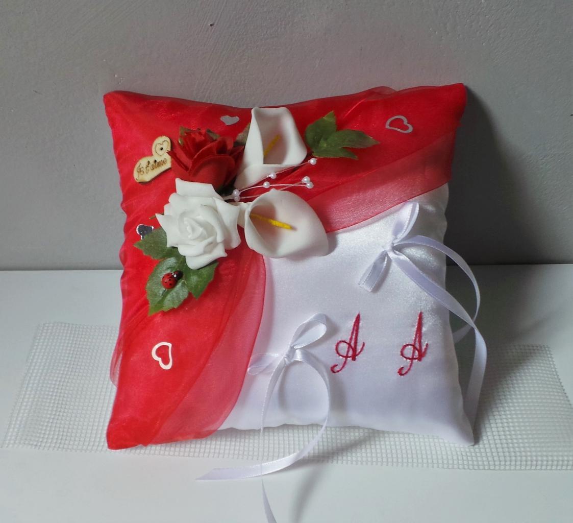 Coussin de mariage porte alliance  rouge et blanc champêtrec chic