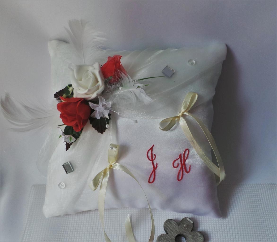 Coussin de mariage porte alliance romantique ivoire rouge (4)