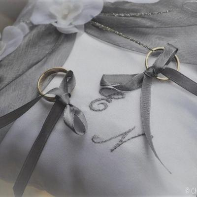 Coussin porte alliance gris, Argent blanc ou ivoire personnalisé