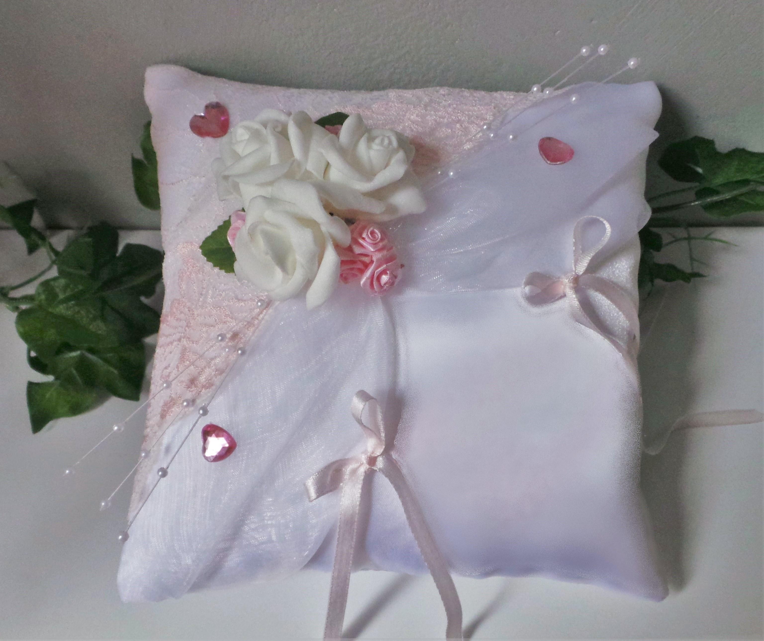 coussin mariage conte de fées rose et blanc