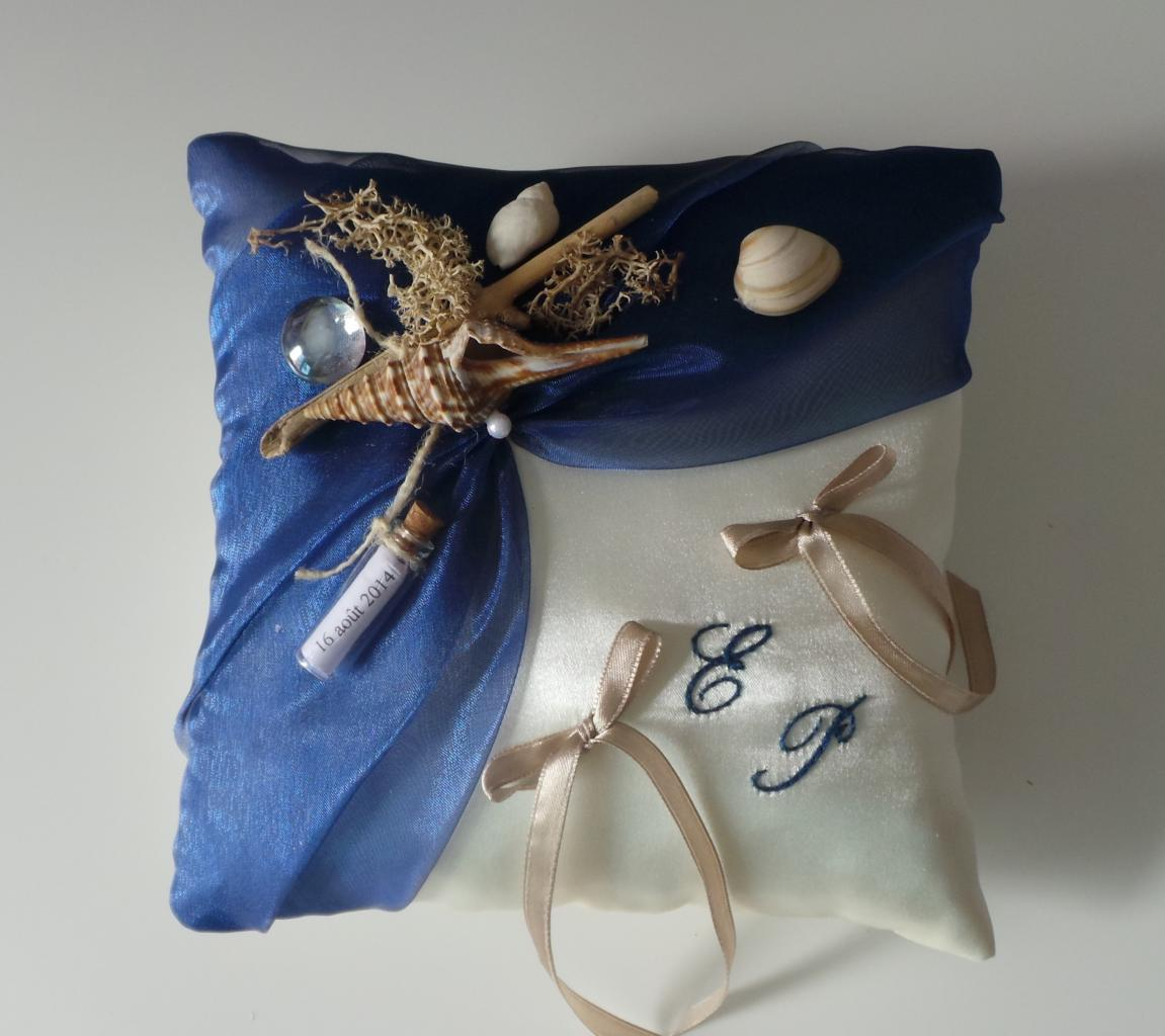 Coussin porte alliances bleu roi thème mer