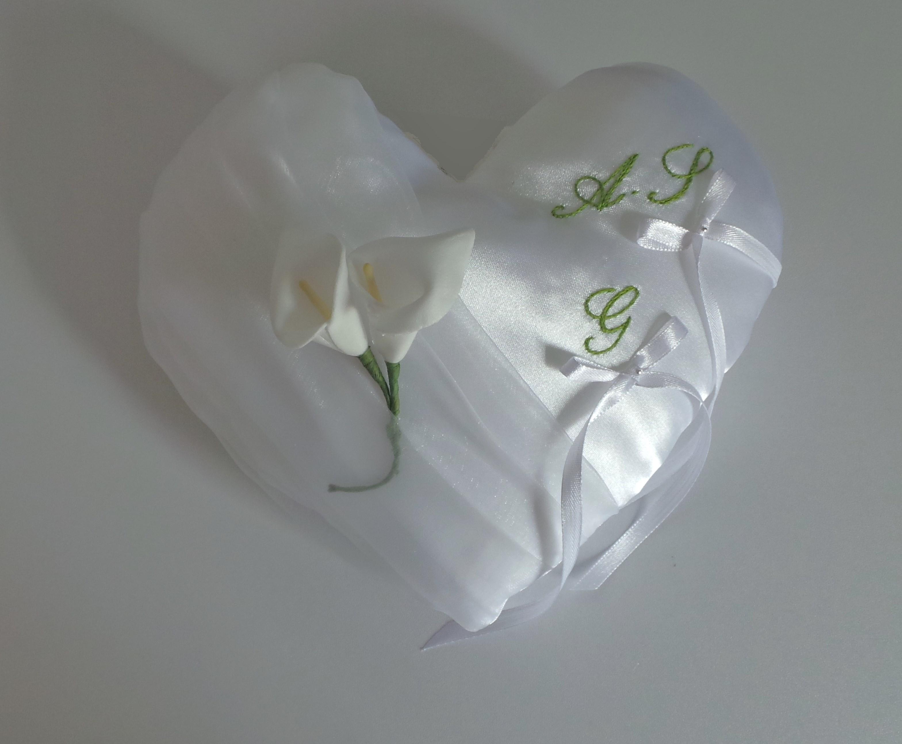 coussin mariage chic coeur blanc personnalisé