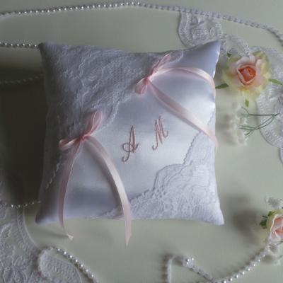 coussin mariage chic dentelle blanc