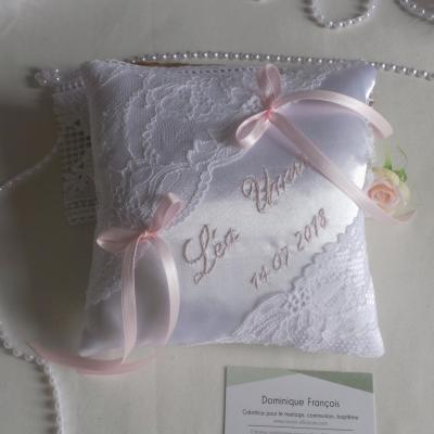 coussin mariage dentelle blanc rose pale
