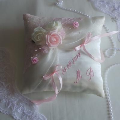 coussin mariage dentelle rose pale (1)