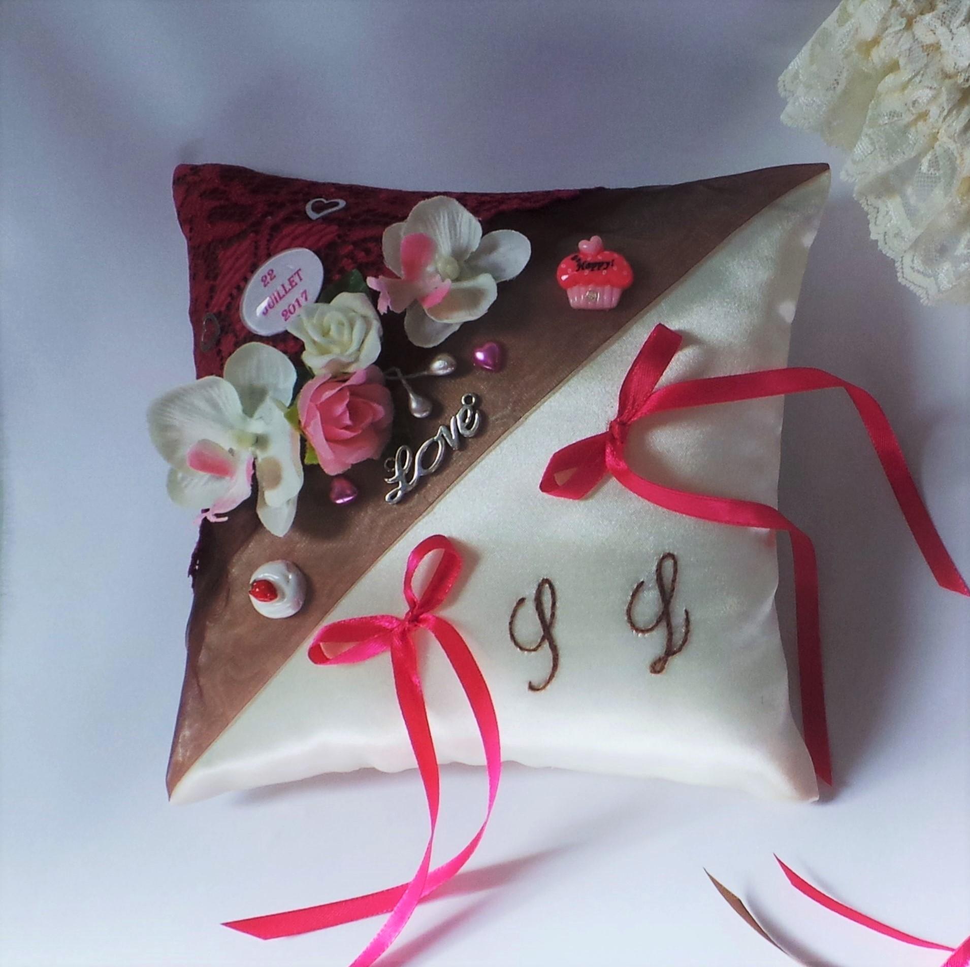 coussin mariage gourmandise chocolat  fuchsia