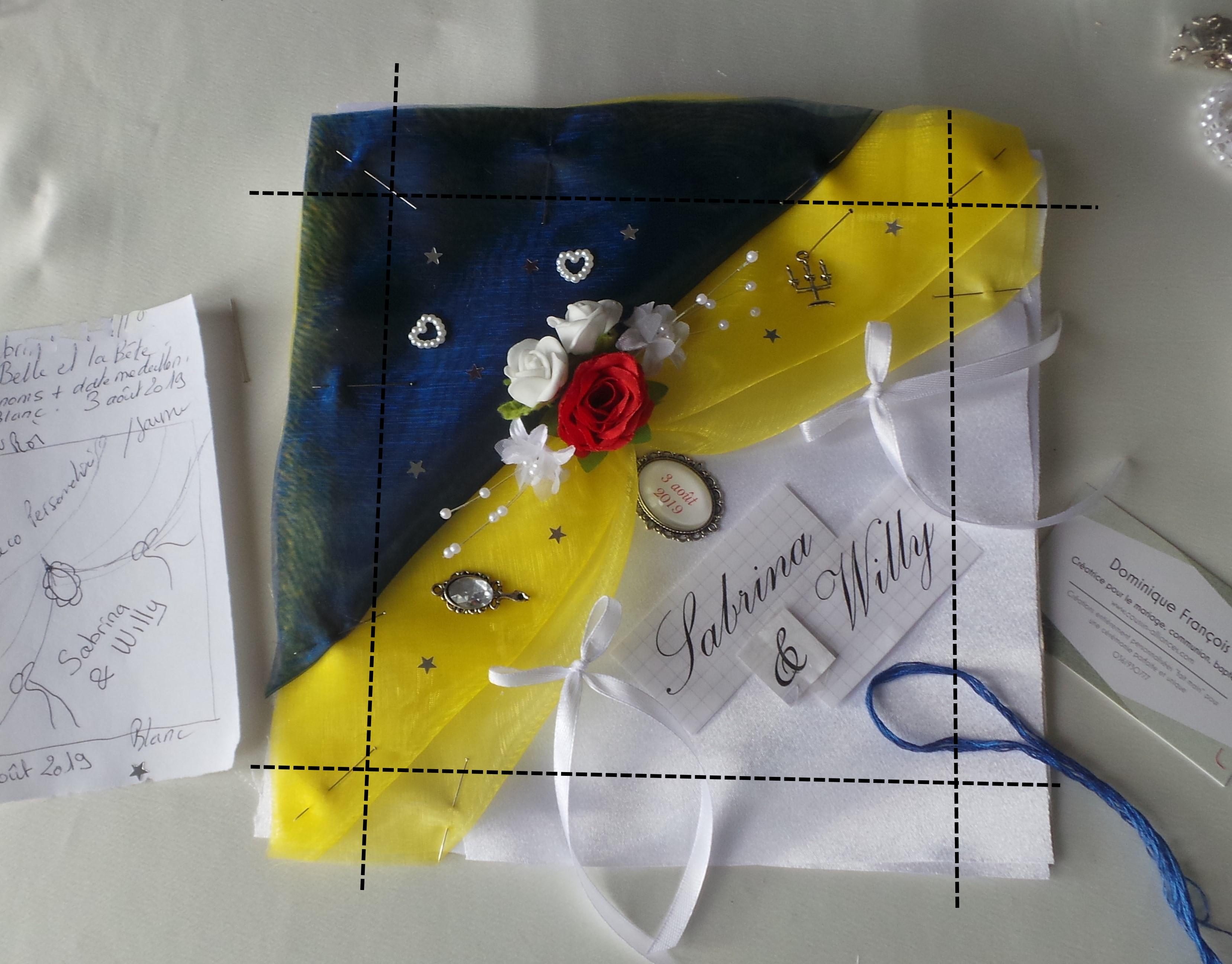 coussin mariage jaune bleu la Belle et la Bête