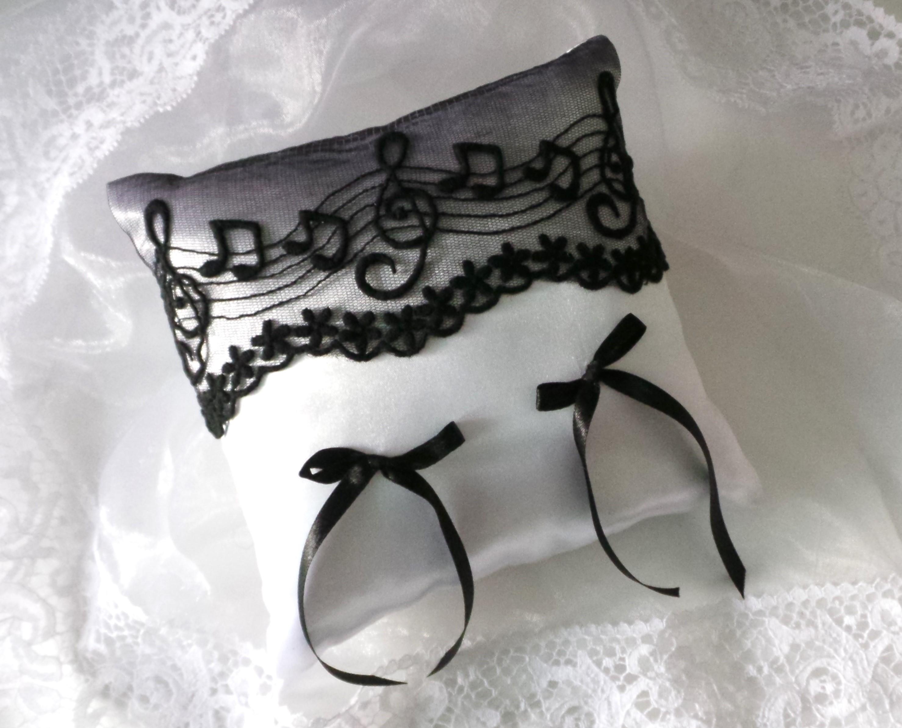 coussin mariage noir dentelle thème musique