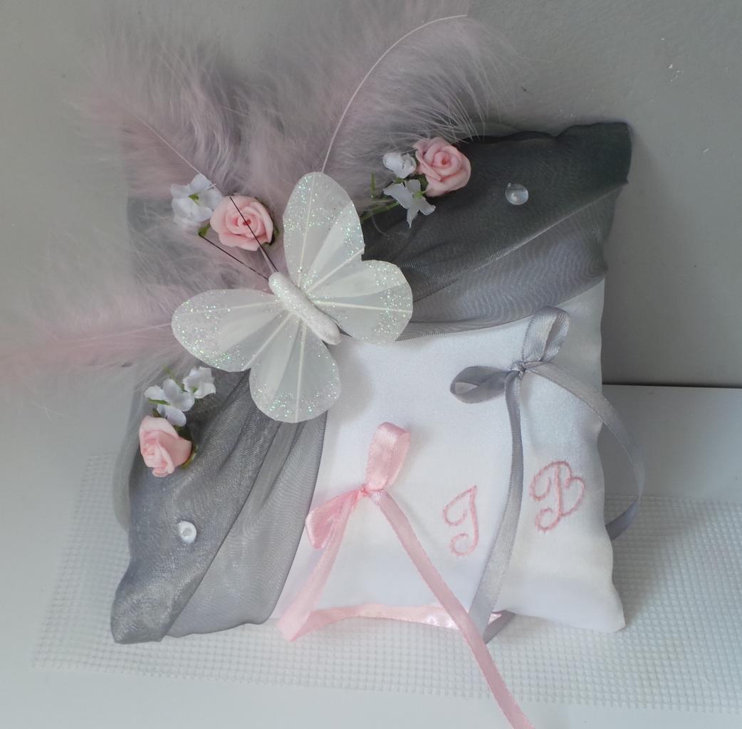 coussin mariage papillon, gris argent et rose