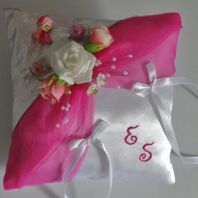 coussin mariage rose fuchsia argent thème les bonbons