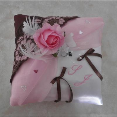 coussin mariage rose et chocolat thème gourmandise