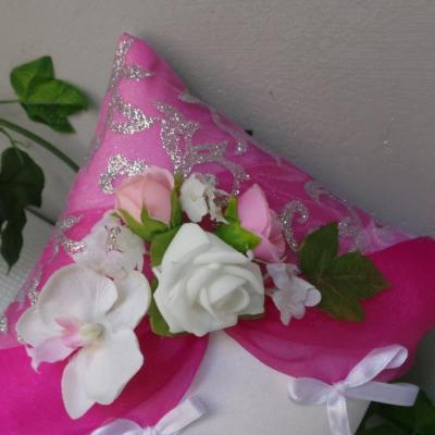 Coussin porte alliances de mariage rose (4)
